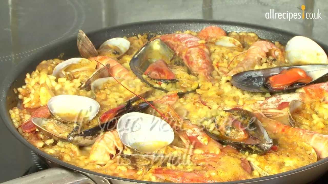 Paella recipe - How to make paella - Seafood paella
